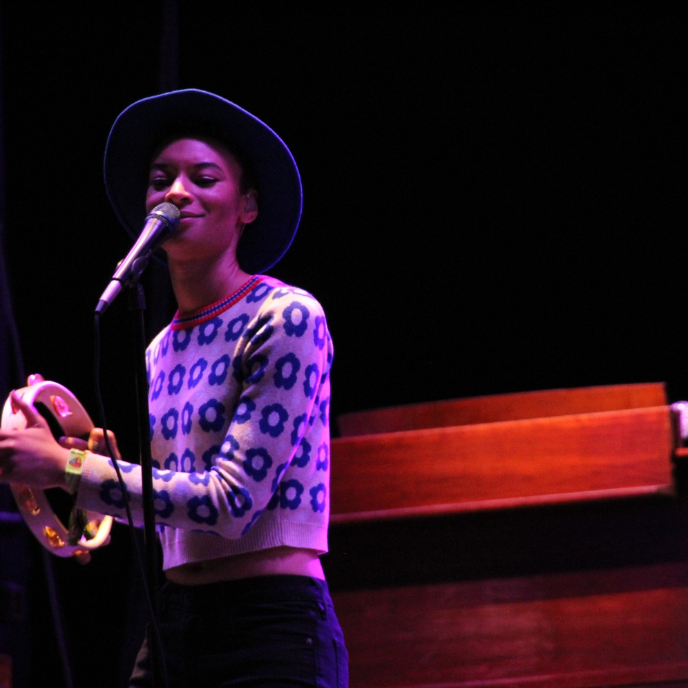"""Leon Bridges' bandmate Brittni Jessie(left) plays the tambourine to the song """"Smooth Sailin"""". Brittni Jessie sings the backup vocals on Bridges' album """"Coming Home"""". (Photo by Ashley Jones)"""